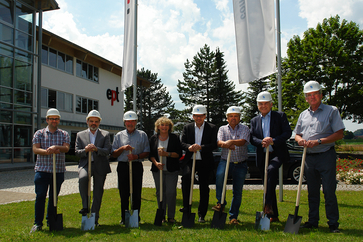 The Guglhör family with the architects at the groundbreaking ceremony
